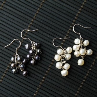 TBP wht pearl cluster earrings