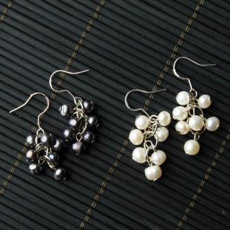 TBP wht pearl cluster earrings